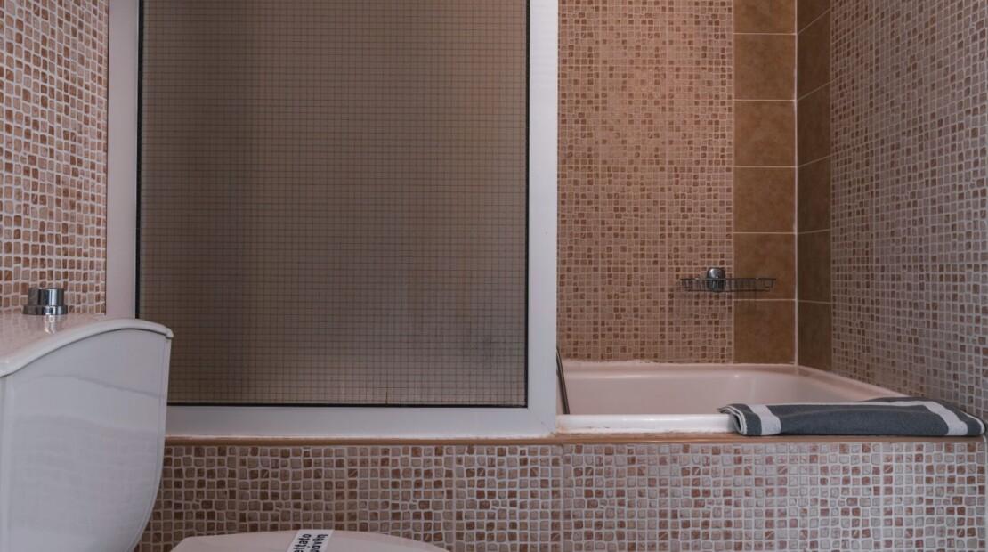 Bathroom suite3 with logo
