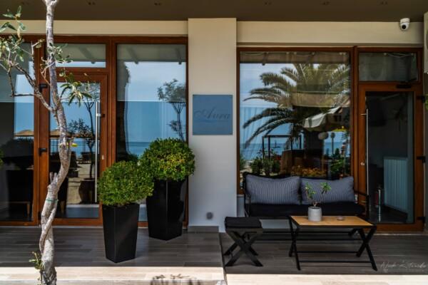 Hotel Seaside front2 w logo